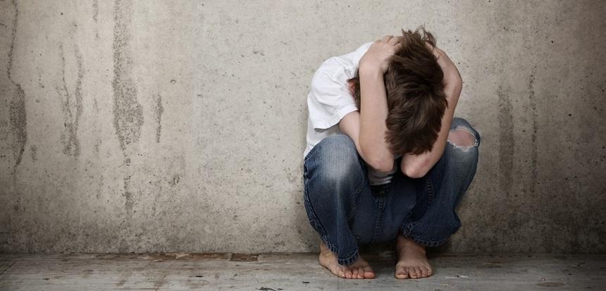 Ricardone: atado a una mesa, niño de 8 años resistió que la policía lo lleve a visitar a su papá