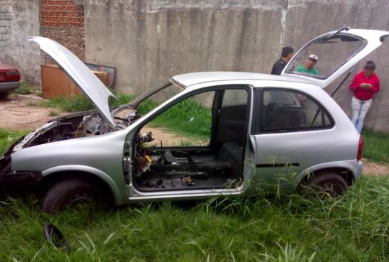 Fray Luis Beltrán: Desmantelaban un auto robado en el patio de una casa